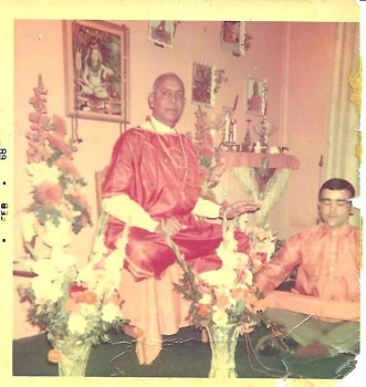 Dharma_Mittra_with_Yogi_Gupta9.jpg