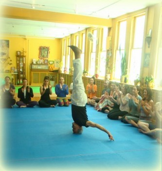 Dharma_Mittra_Headstand